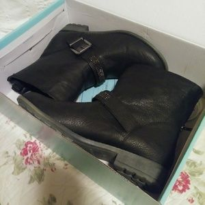 Juniors or womens boots from Maurices